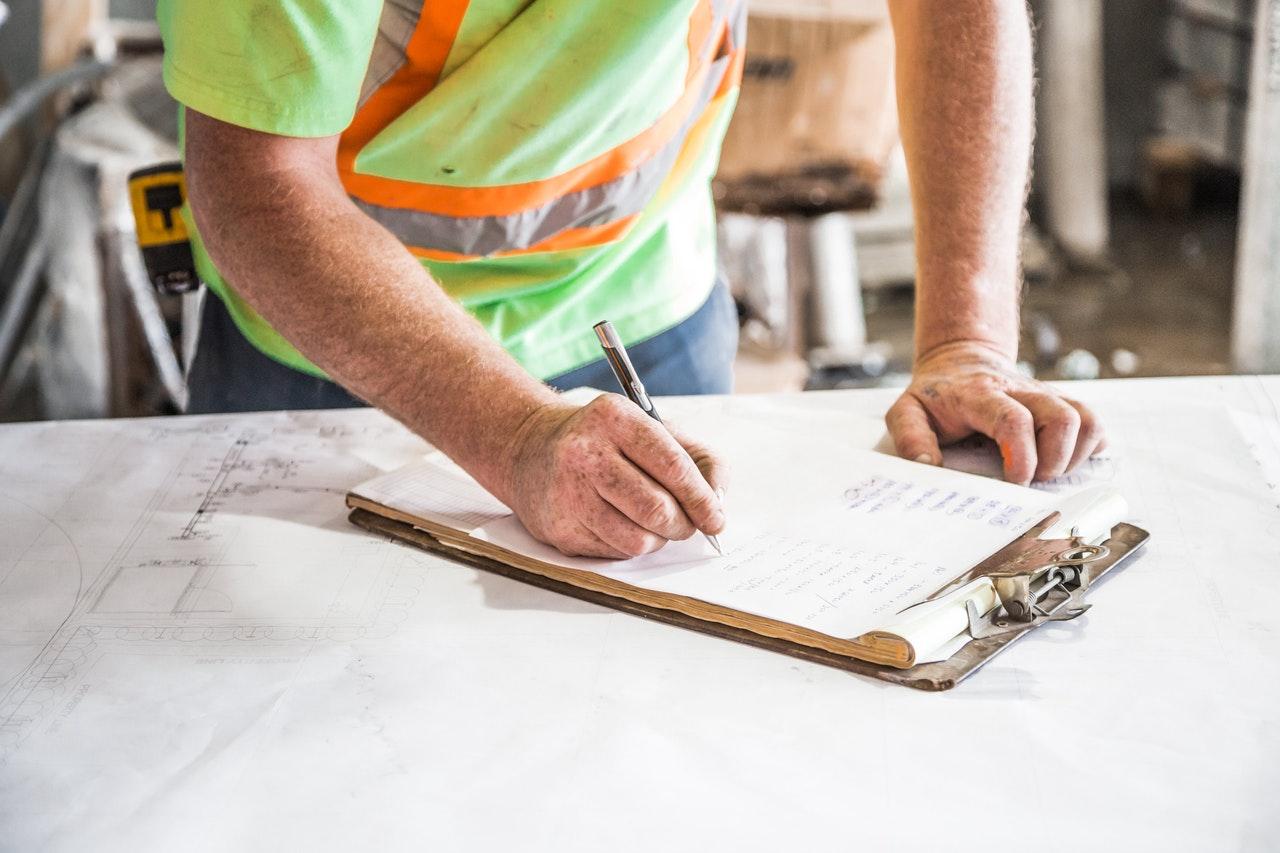 Jak działają kredyty budowlane?