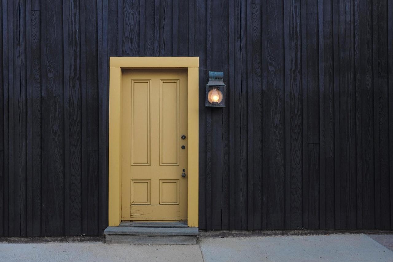 Wybór drzwi do domu
