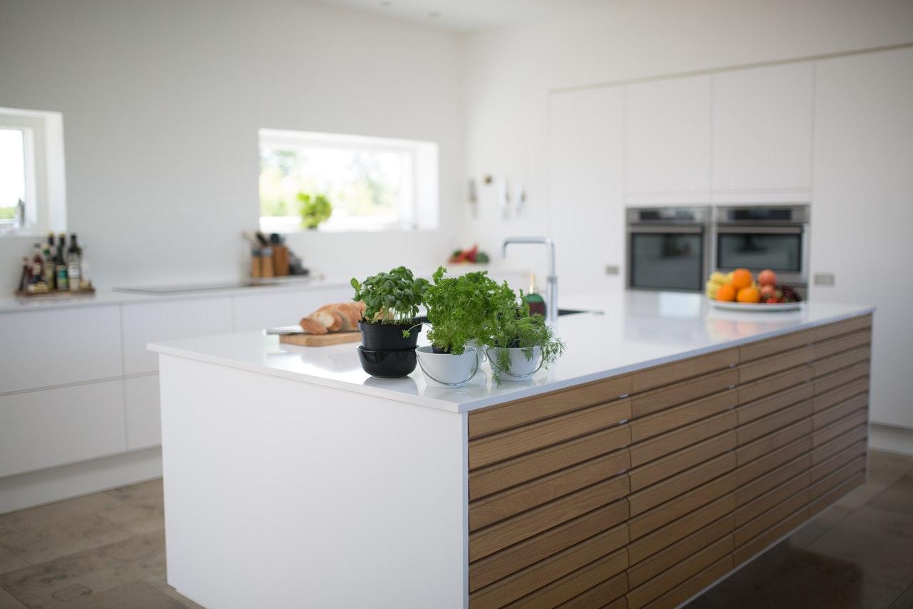 Pięć powodów, dla których ważne jest, aby renowacje kuchni były wykonywane dokładnie i profesjonalnie